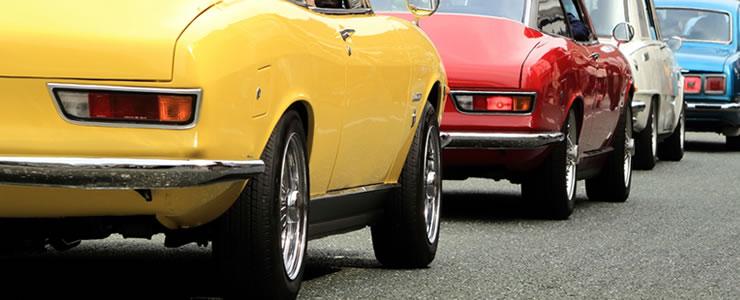 同型車種が並ぶ専門店