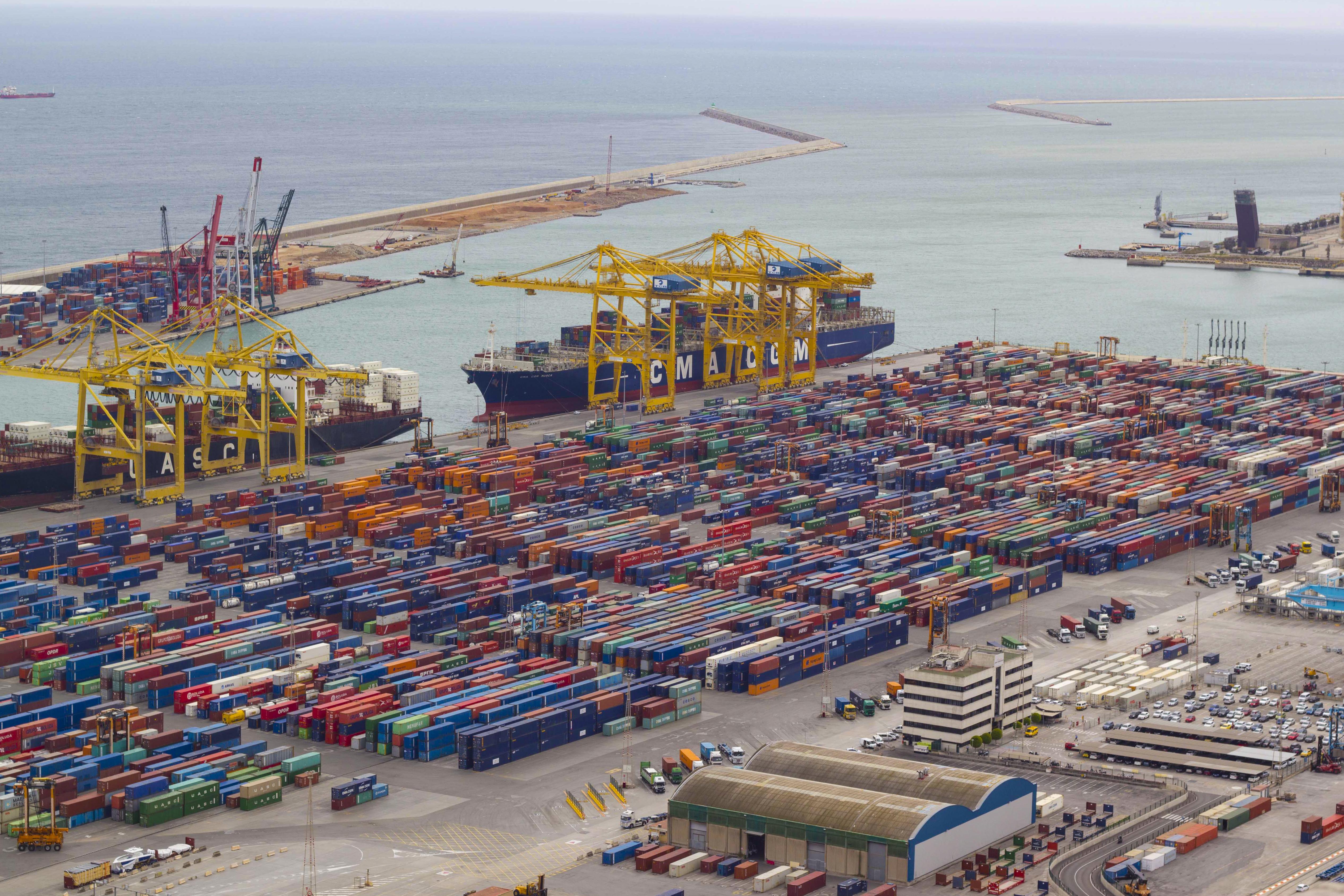 輸出する時の港の様子