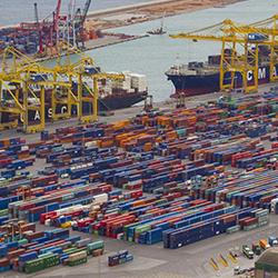 中古車を輸出する港