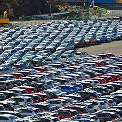 増える中古車輸出