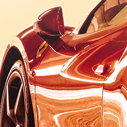 鮮やかな赤のスポーツカー