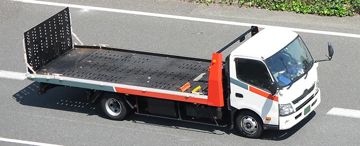 車を運搬するキャリアカー